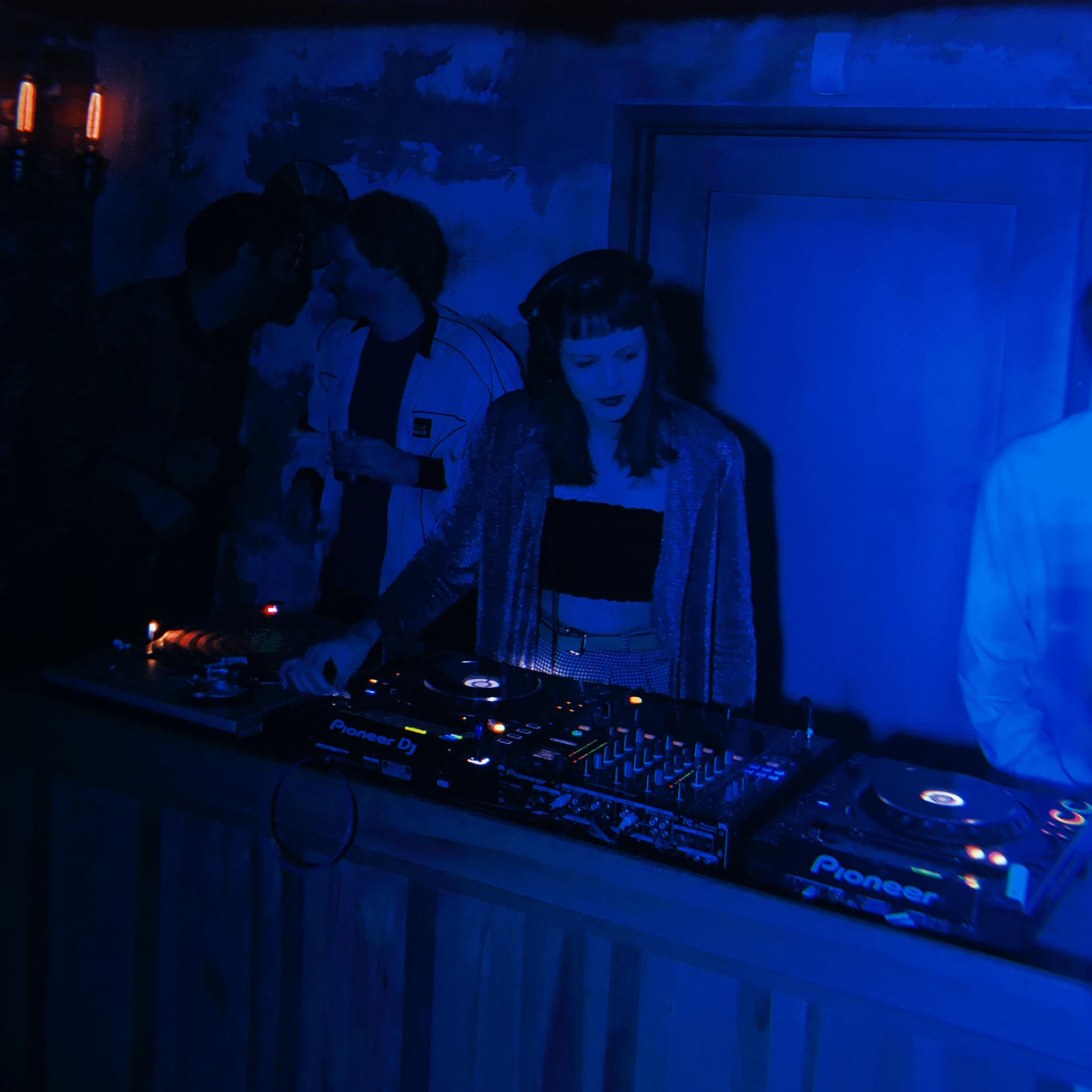 Los Angeles Female DJ.jpg
