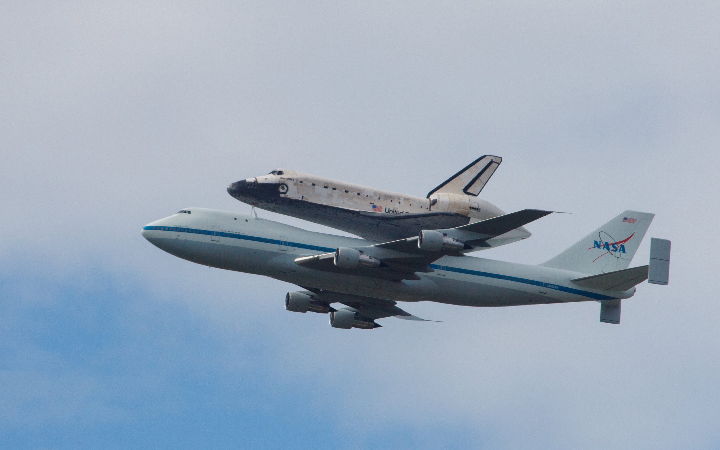 Shuttle Discovery Fly-By 129.jpg