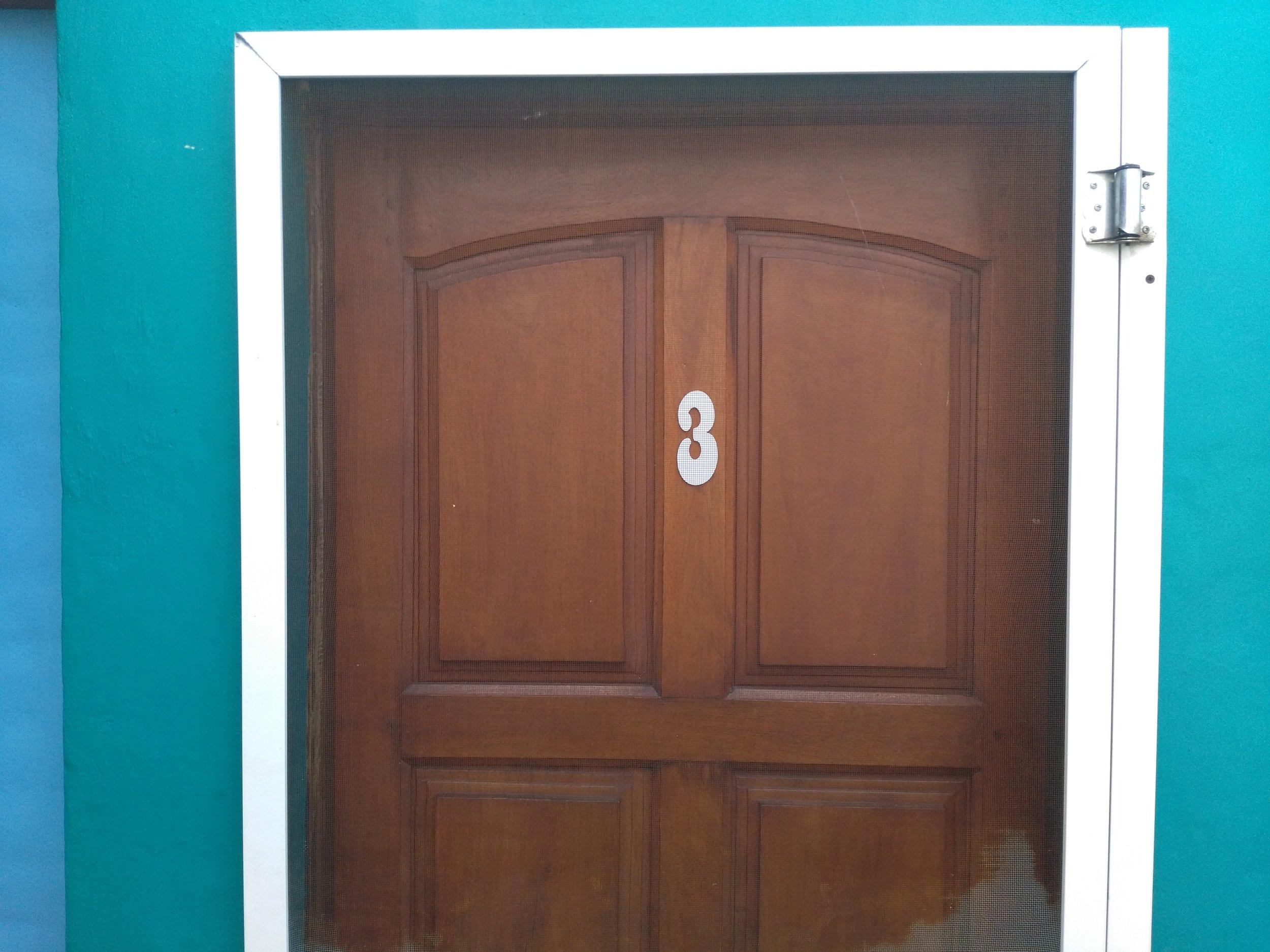 #3 El Hogar - 6 PersonasEl Hogar es la cabaña mas acogedora para familias. Tiene 3 ambientes amplios y luminosos. Nuestro hogar tiene una habitación con cama doble y otra con cuatro camas simples. También tiene cocina-comedor, baño y antebaño.