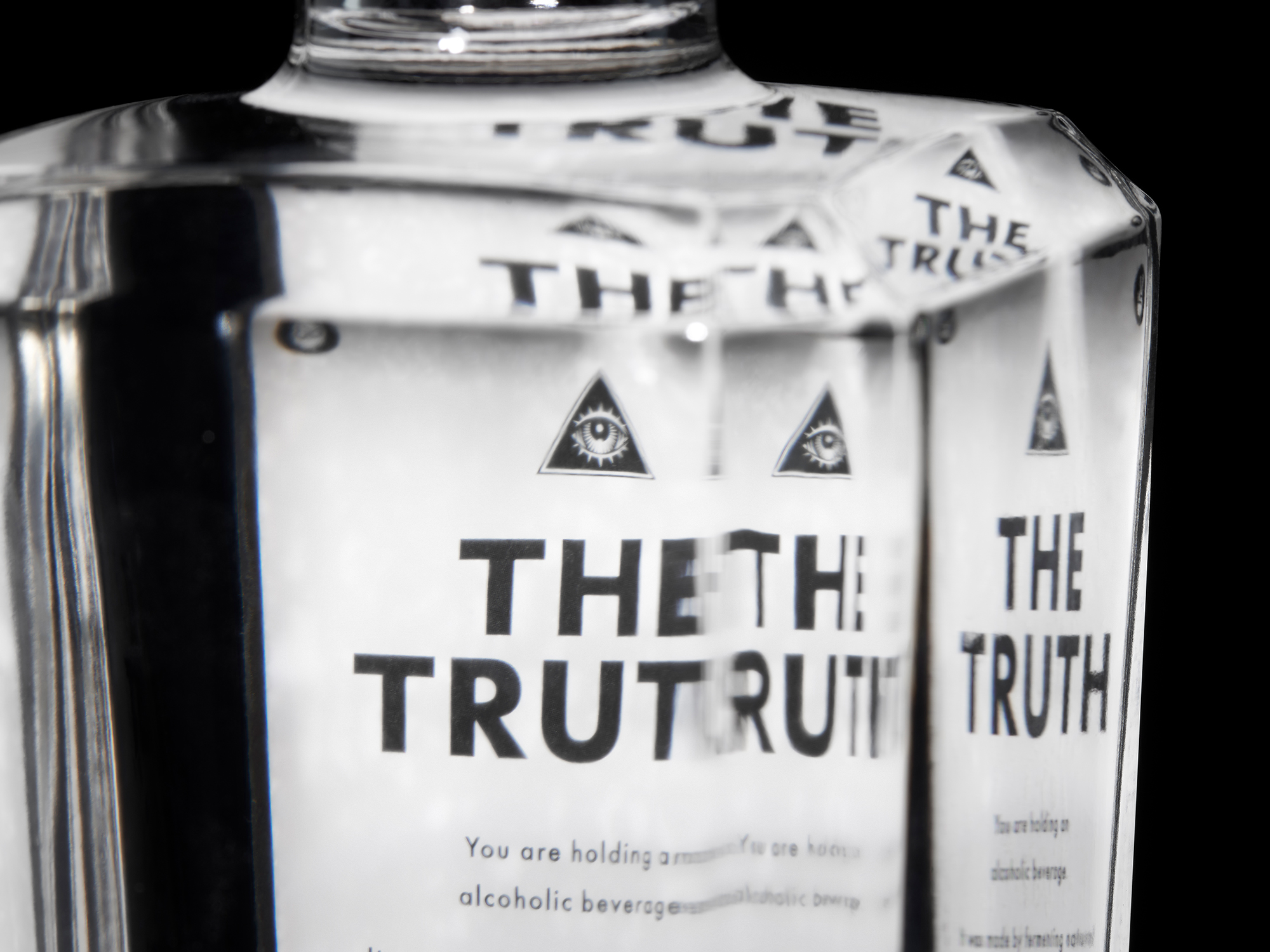 Post-Truth-Vodka-L2-cu2.jpg