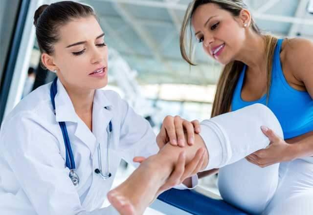 doctor-sports-injury.jpg