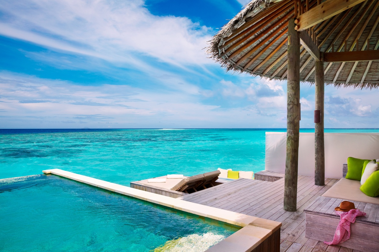 Six_Senses_Laamu_Water_Villa_Pool_Wave Collective.jpg