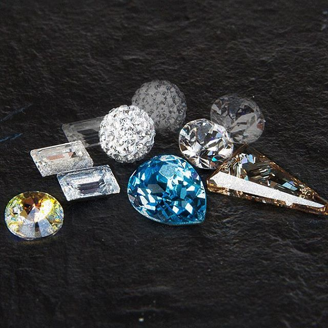 Close up with them crystals today!  Photoshoot for @residentangelcollection ✨  #annaseifertphotography #residentangelcollection #crystals #swarowski #blingbling #jewlery