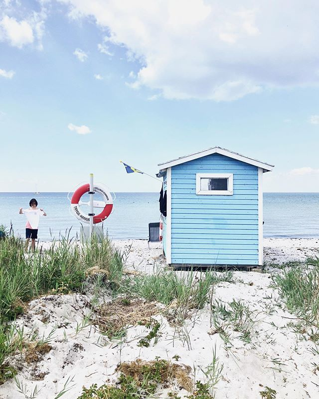 Anticipation is huge. Blue skies ahead. 🇸🇪 #skanör #mysecondlife #sverigesnationaldag #annaseifertphotography #homecoming #countdown