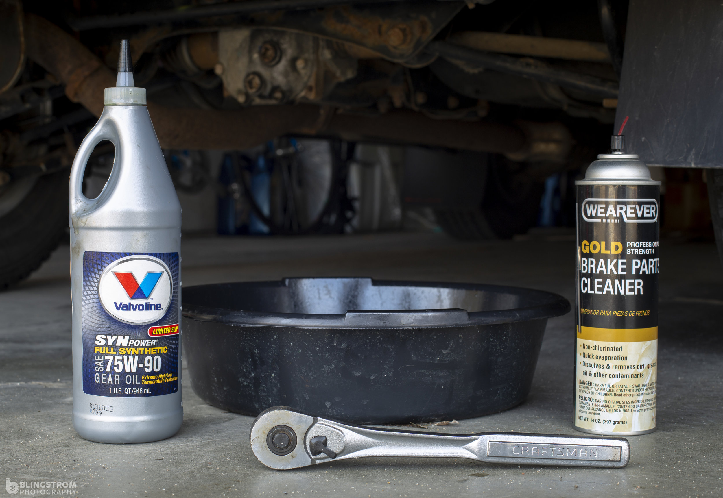 DIY Maintenance: Rear differential fluid change! Fresh fluid