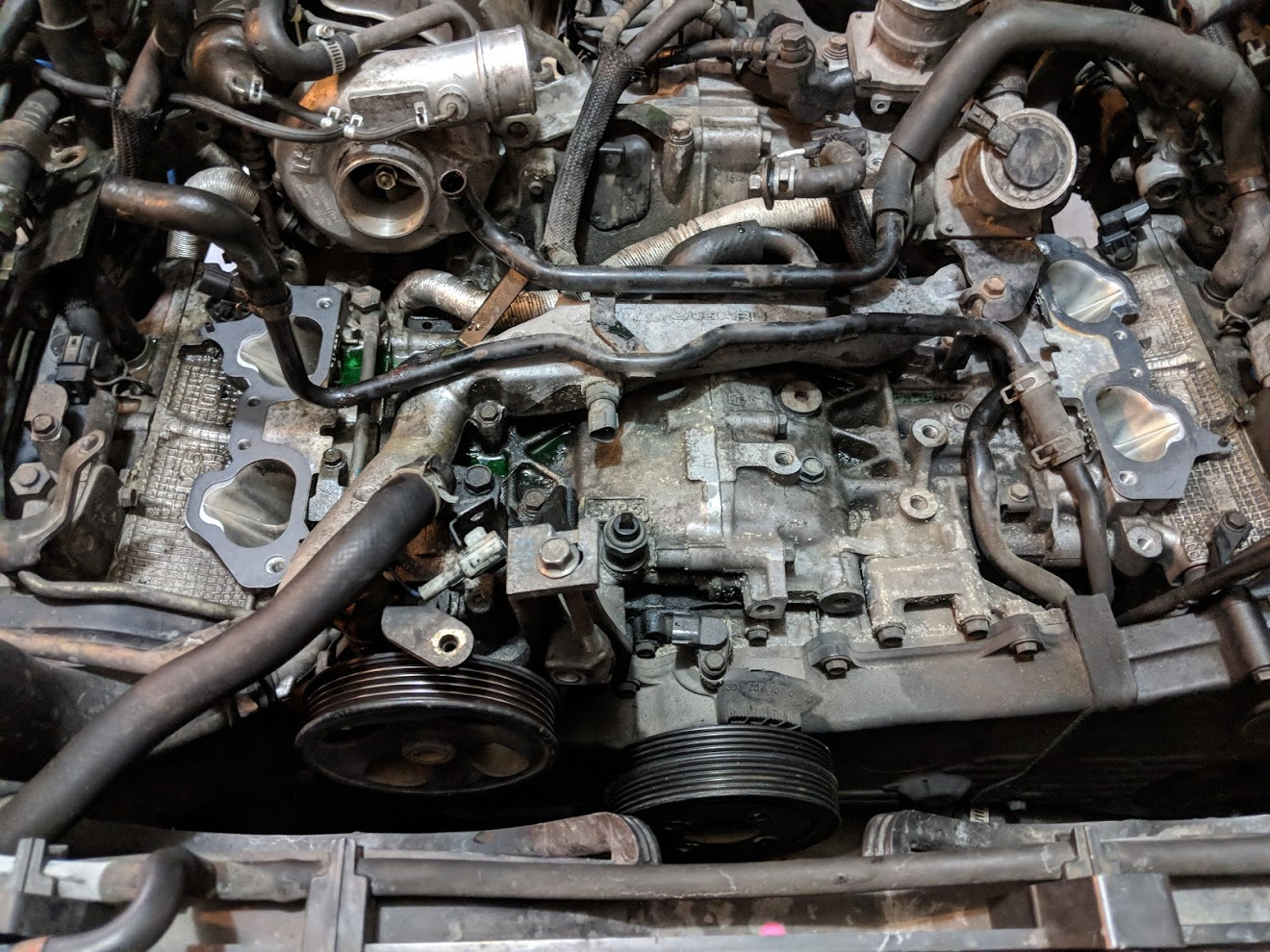 Now with the intake manifold completely loose you should be staring at this! All your hard work was worth it! This also shows the the locations of all the sensors and and bolt holes of the intake manifold.