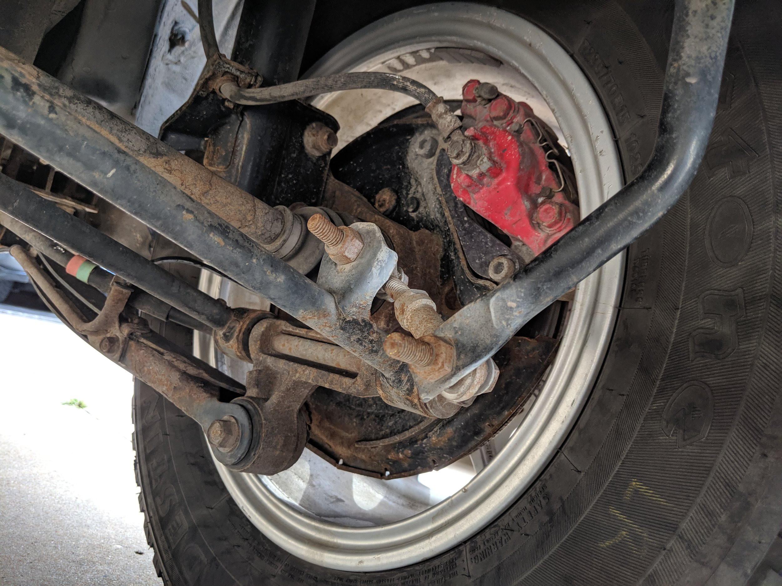 This was an often sight with these links, the sway bar would end up in this position. Note the corrosion too.