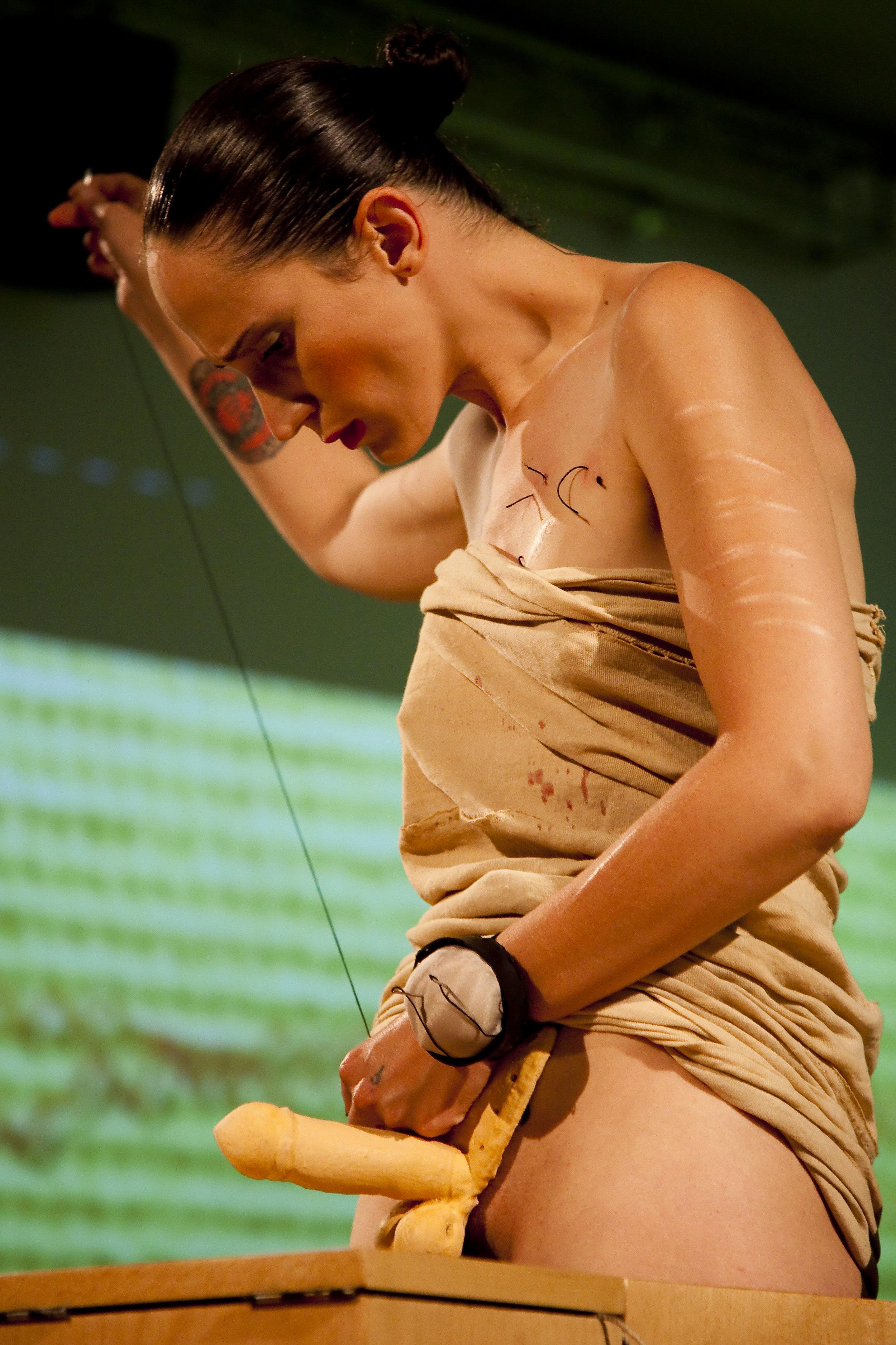 Angela Barretta,  ΦΑΡΜΑΚΟΝ , photo A. Benestante