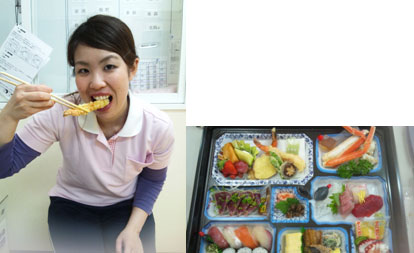 """日本で介護の仕事をしていた頃はあんまり写真を撮っていませんでした。写真は、職場でクリスマス会があったのですが、私は居残り組だったので""""ゴージャス弁当""""を頼もう!と言うことで食べてるところです(笑)。全部食べたら胃がはちきれそうになりました(笑)"""