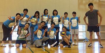 ICUのスタッフとのドラえもんTシャツでバレーボール大会