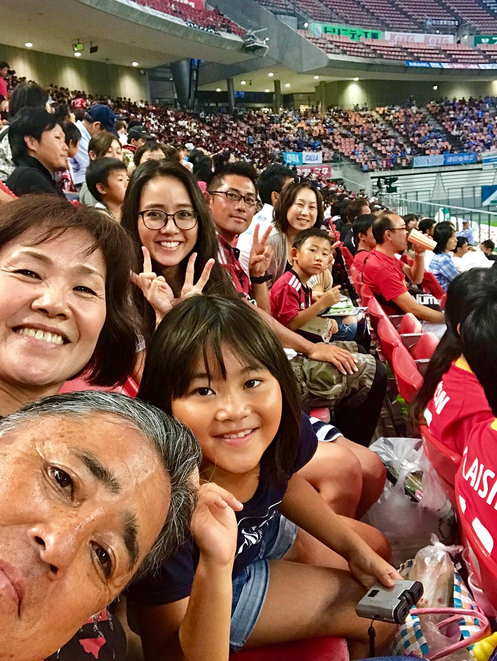 両親・兄家族とサッカー観戦