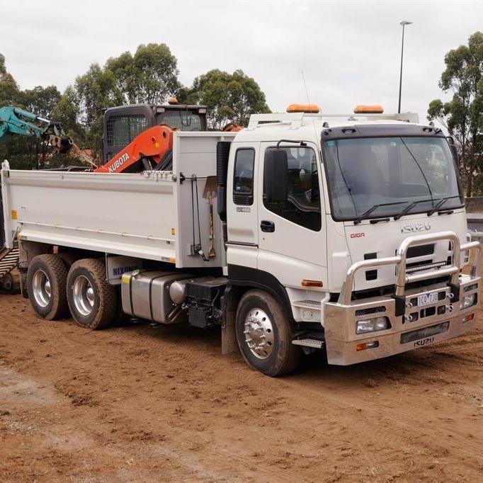Isuzu Giga Tip Truck
