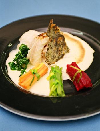 Moray at steamed watercress, with a gratin of eggs moles, one of the new creations of Canarian cuisine with watercress. See recipe on this website (Photo: Yuri Millares).