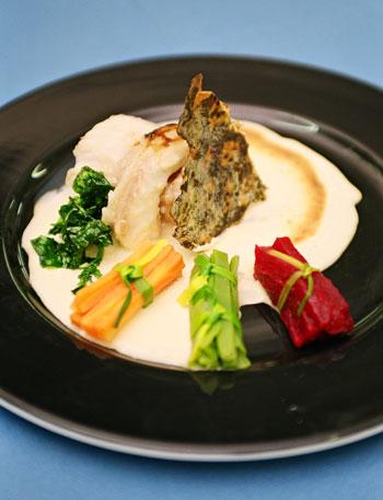 Morena pintada al vapor de berros con gratín de huevos moles, una de las nuevas creaciones de la cocina canaria con el berro como protagonista.Ver receta en esta misma web (Foto: Yuri Millares).