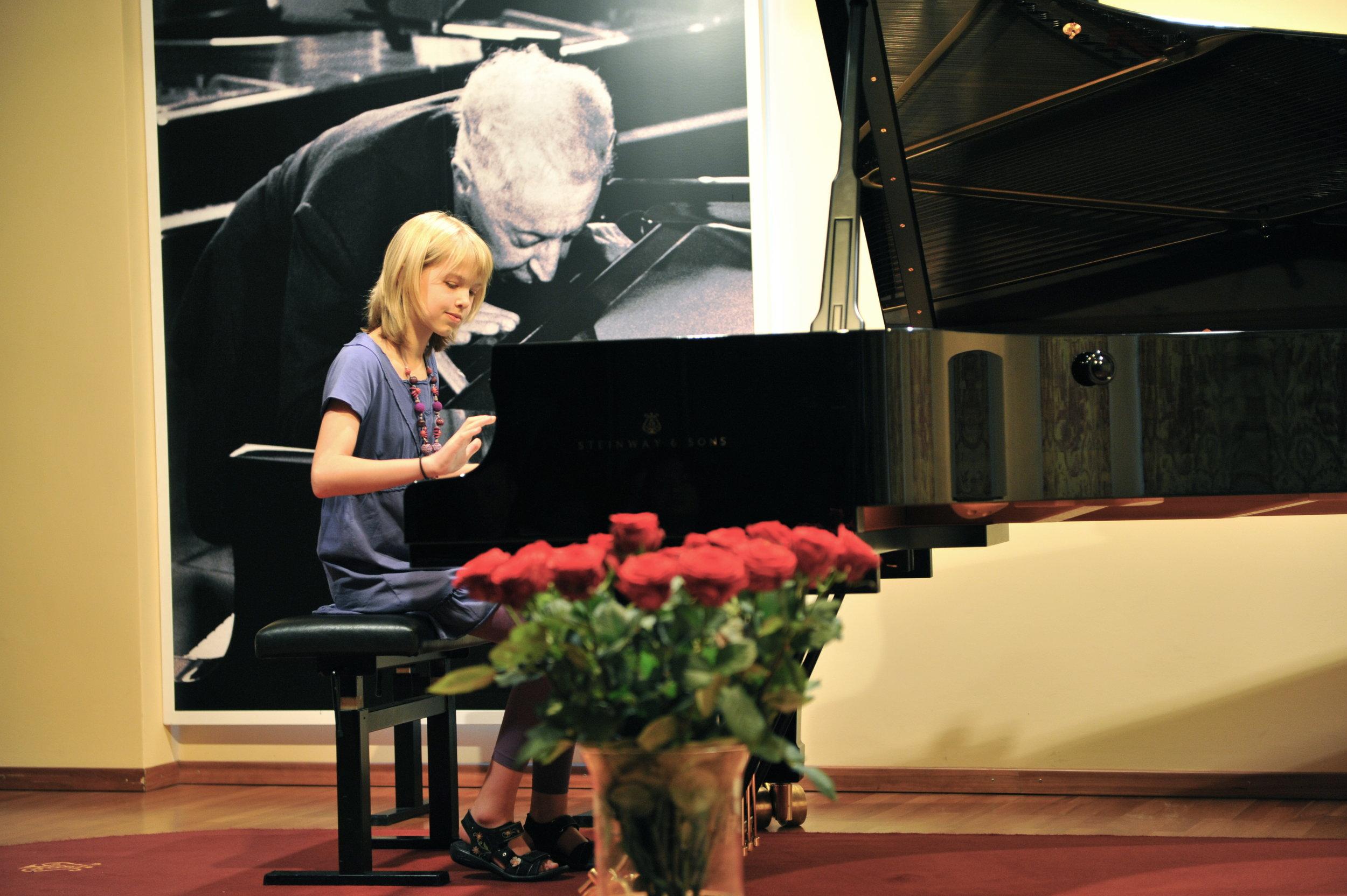 Klavierunterricht für Kinder - Kinder ab 5 JahrenSpielerisch und kreativ Klavier spielen lernenSehr leichte Einführung ins Notenlesen lernen