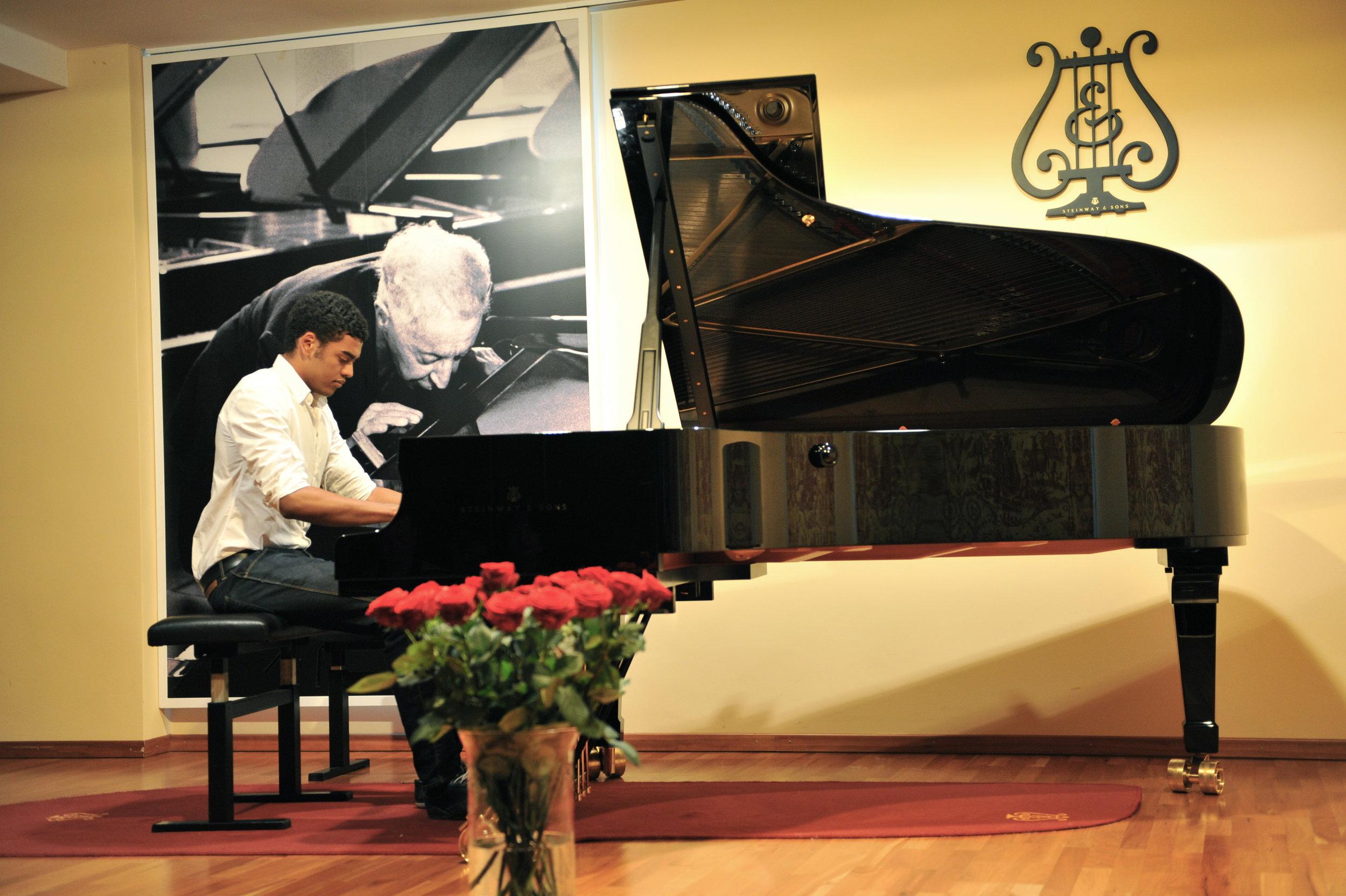 Klavierunterricht für Jugendliche - Musikstücke lernen nach HerzenswunschMusikalische Grundausbildung in Theorie