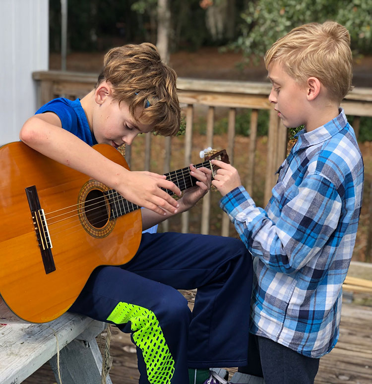 kids-playing-guitar-IMG-0038.jpg
