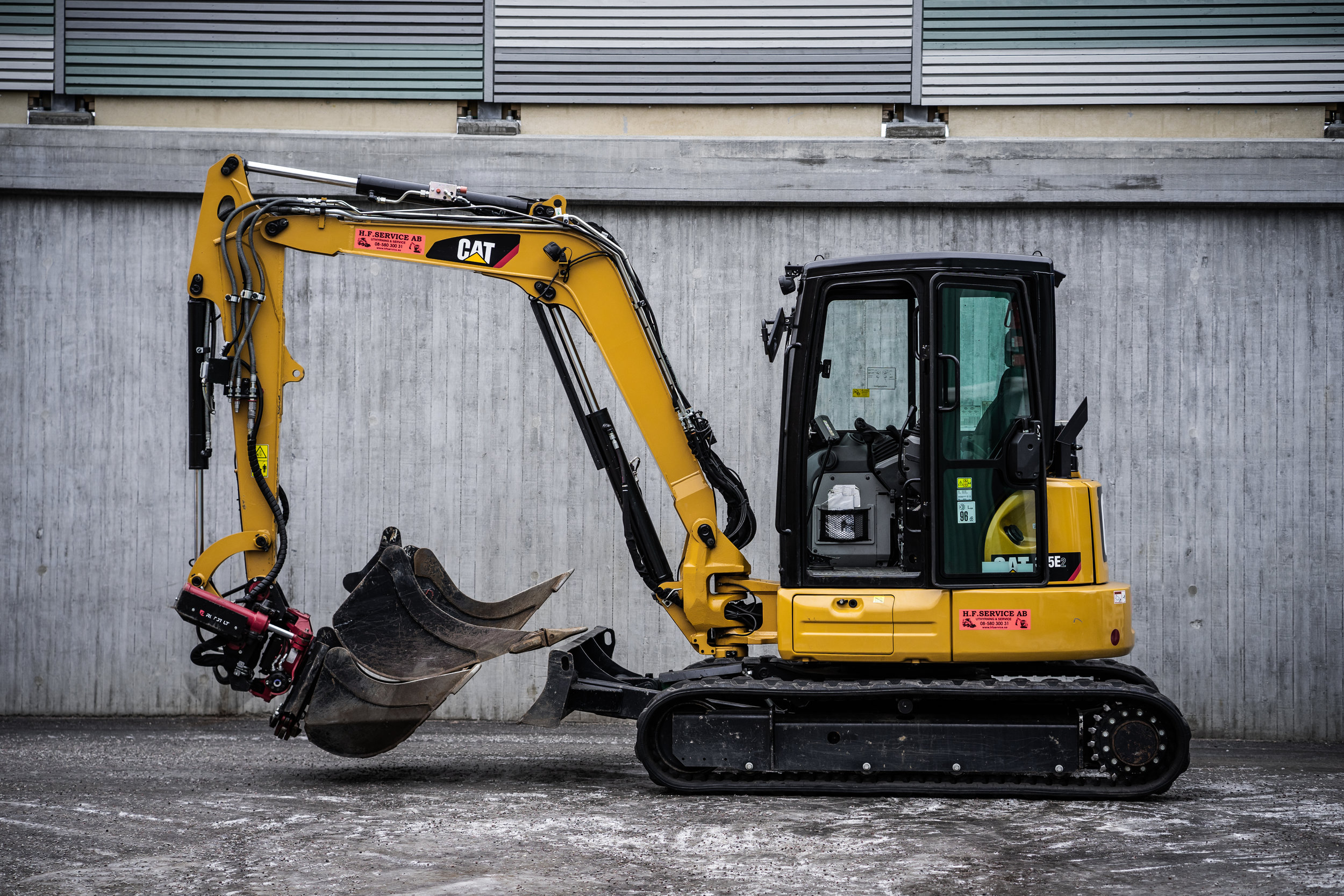 Maskindata Cat 305 E2 - Vikt: 5423 kgBredd: 198 cmMaximalt grävdjup: 387 cm