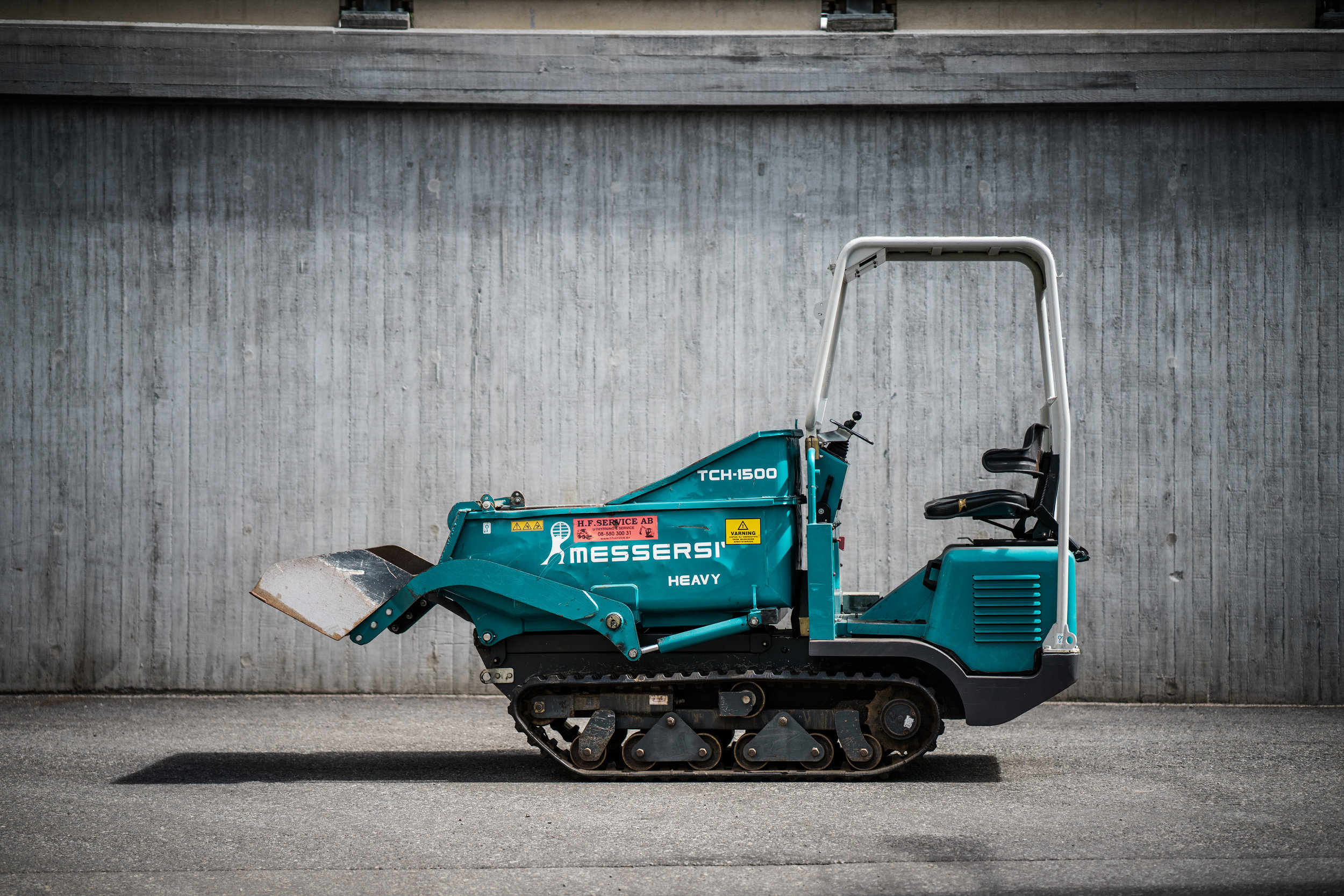 Messersi TCH 1500 Självlastande (Diesel) - Maskindata Bredd: 115 cm                                                                            Tomvikt: 1200 Kg                                                                                       Höjd: Reglerbart                                                                      Lastkapacitet: ca 1500 Kg