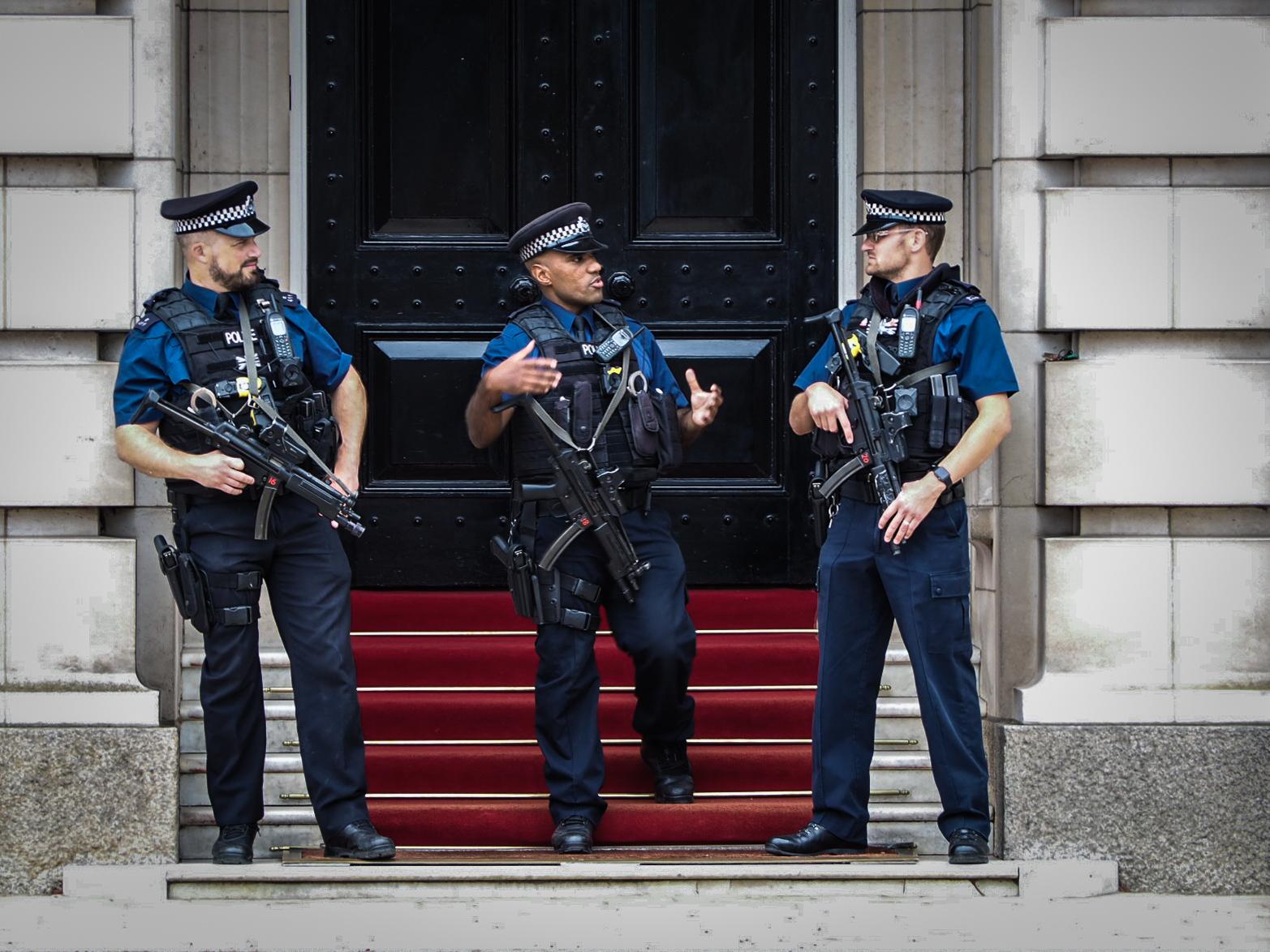One door 3 guards - London