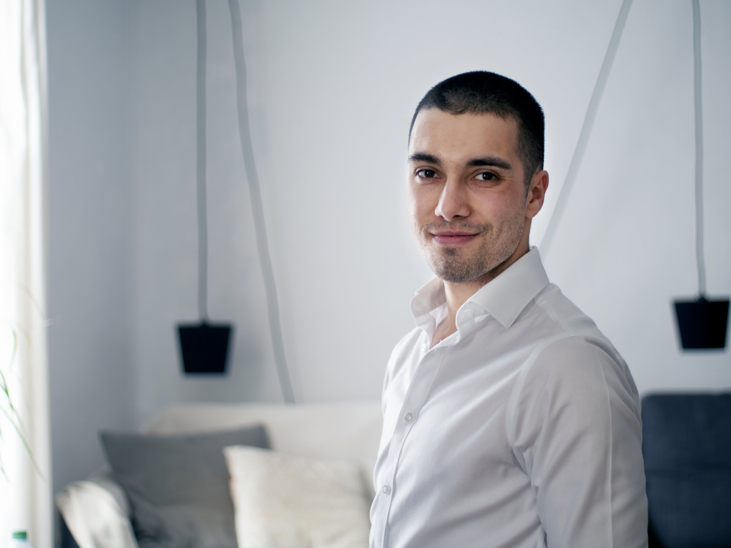 NICOLAS BURNAGE - Réalisateur & Directeur Artistique