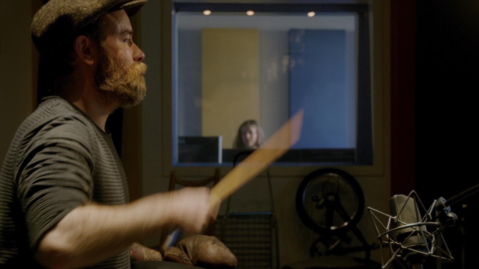 Geräusche atelier - Kein noch so gut ausgestattetes Geräuscharchiv kann die Arbeit eines Geräuschemachers - Foley Artist – ersetzen. Hier wird Euren Werken in echter Hand- und Fußarbeit der ganz eigene Klang verliehen.