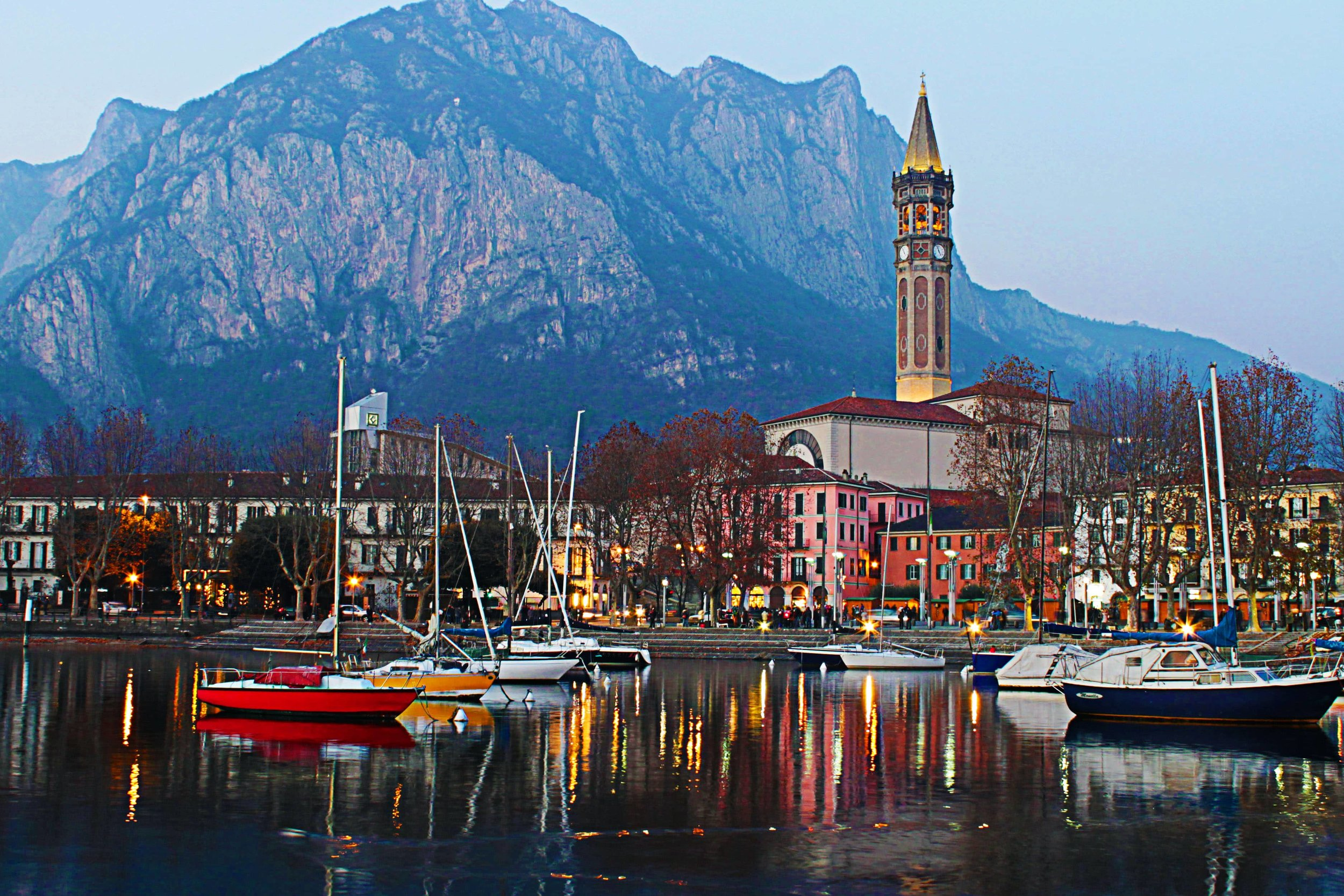 Lecco by night.jpg