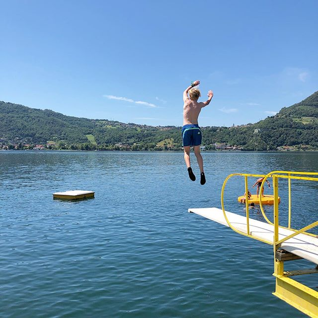 Lets jump into clear water of Camping Rivabella 🏕🏖 #camping #campingrivabella #lecco #lake #mountains #lakeofcomo #italy #lagodicomo #campeggio #lakecomostyle #lakecomoexplore #tourism #como #summer #campingplatz #vacation #tourist #instapassport #mytravelgram #travel #lagodicomo