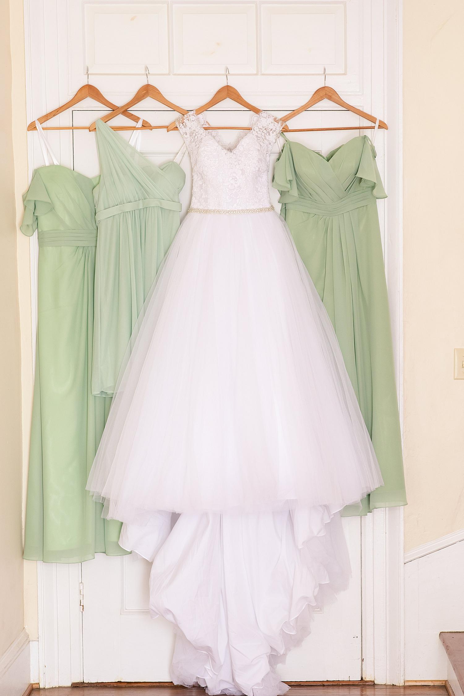 Intimate Spring Virginia Wedding Photo_0820.jpg