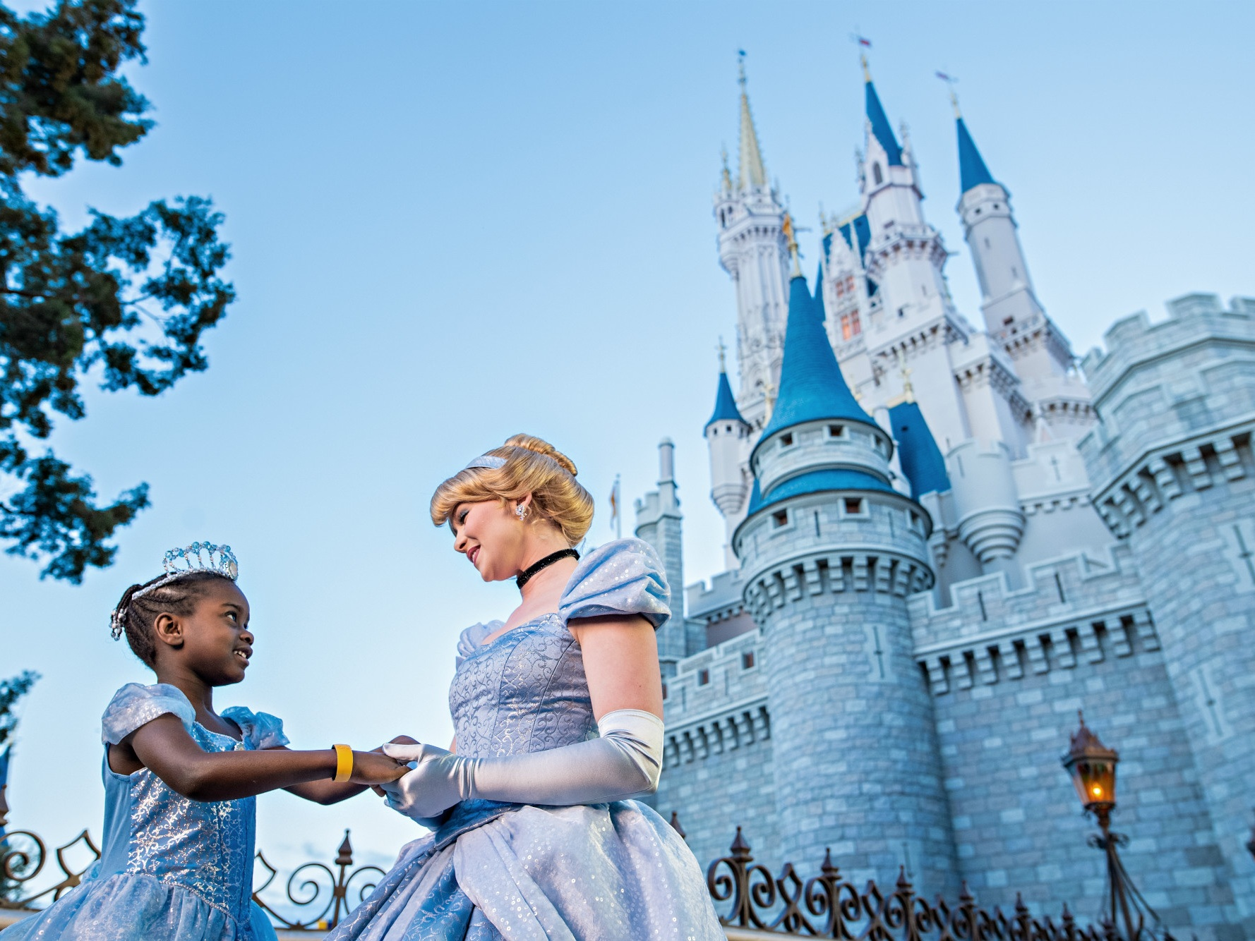 WALT DISNEY WORLd Resort (Florida) - Home to four theme parks, two water parks, twenty-seven resort hotels, an entertainment complex and so much more! Make Disney World your next vacation destination.