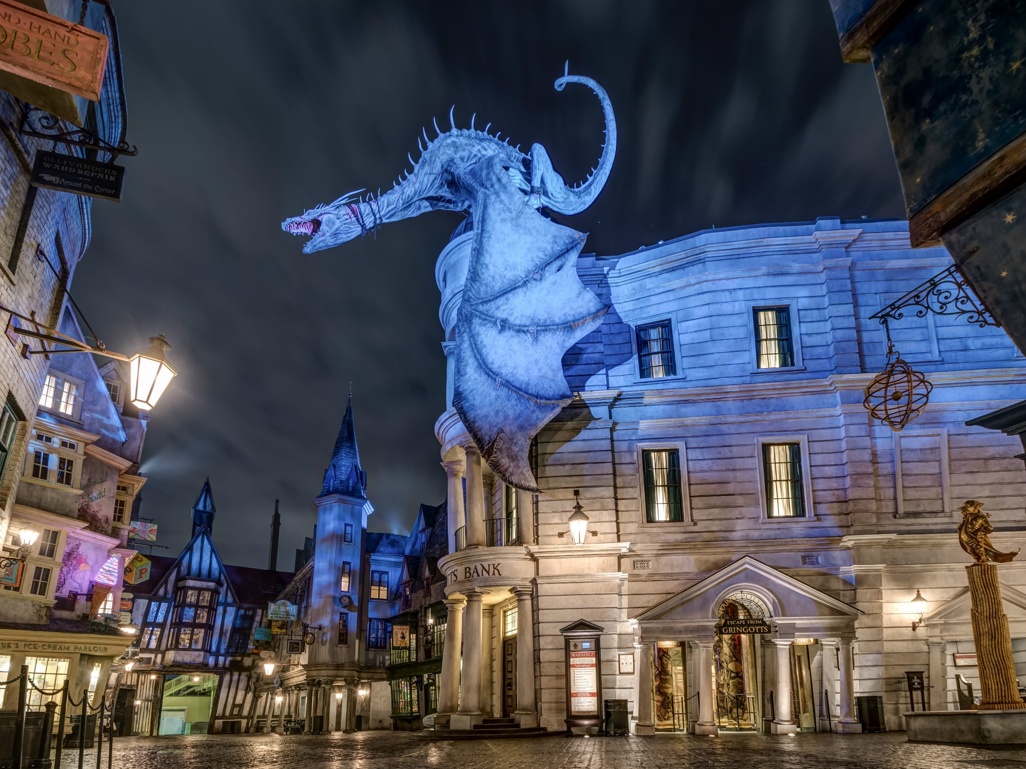 UNIVERSAL ORLANDO RESORT (Florida) - Consisting of two theme parks including the Wizarding World of Harry Potter, one water park, and six hotels, Universal Studios Orlando is one of the most exciting vacation destinations in the world!