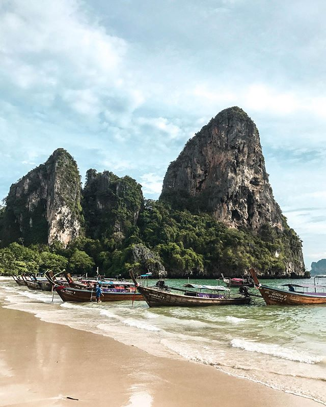 Railay Beach was by far our favourite destination in Thailand 🇹🇭 there are so many things to do on this peninsula such as: kayaking on the pristine waters, rock climbing the limestone cliffs or hiking up to view points 🌴🌞 you definitely don't want to miss out on this spectacular place while in Krabi🌊 To learn more about Railay Beach and all of its hidden gems, check out our recent blog post - link in our bio✨