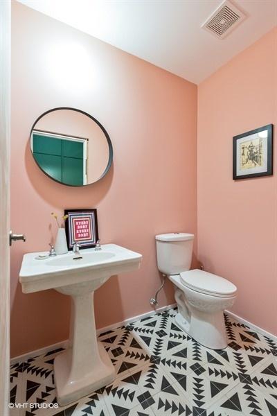 17_921NFairfield_8_Bathroom_LowRes.jpg