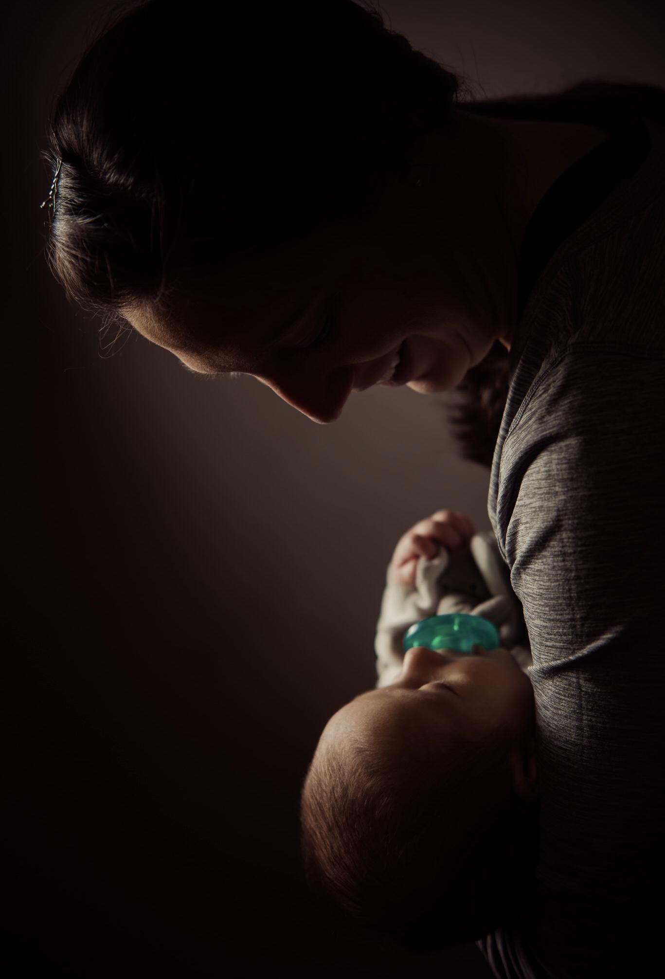 关于-目前提供:产后康复虚拟课程和私人咨询,涉及母亲从孕前到产后的各个阶段的健身、营养、心态和联系。