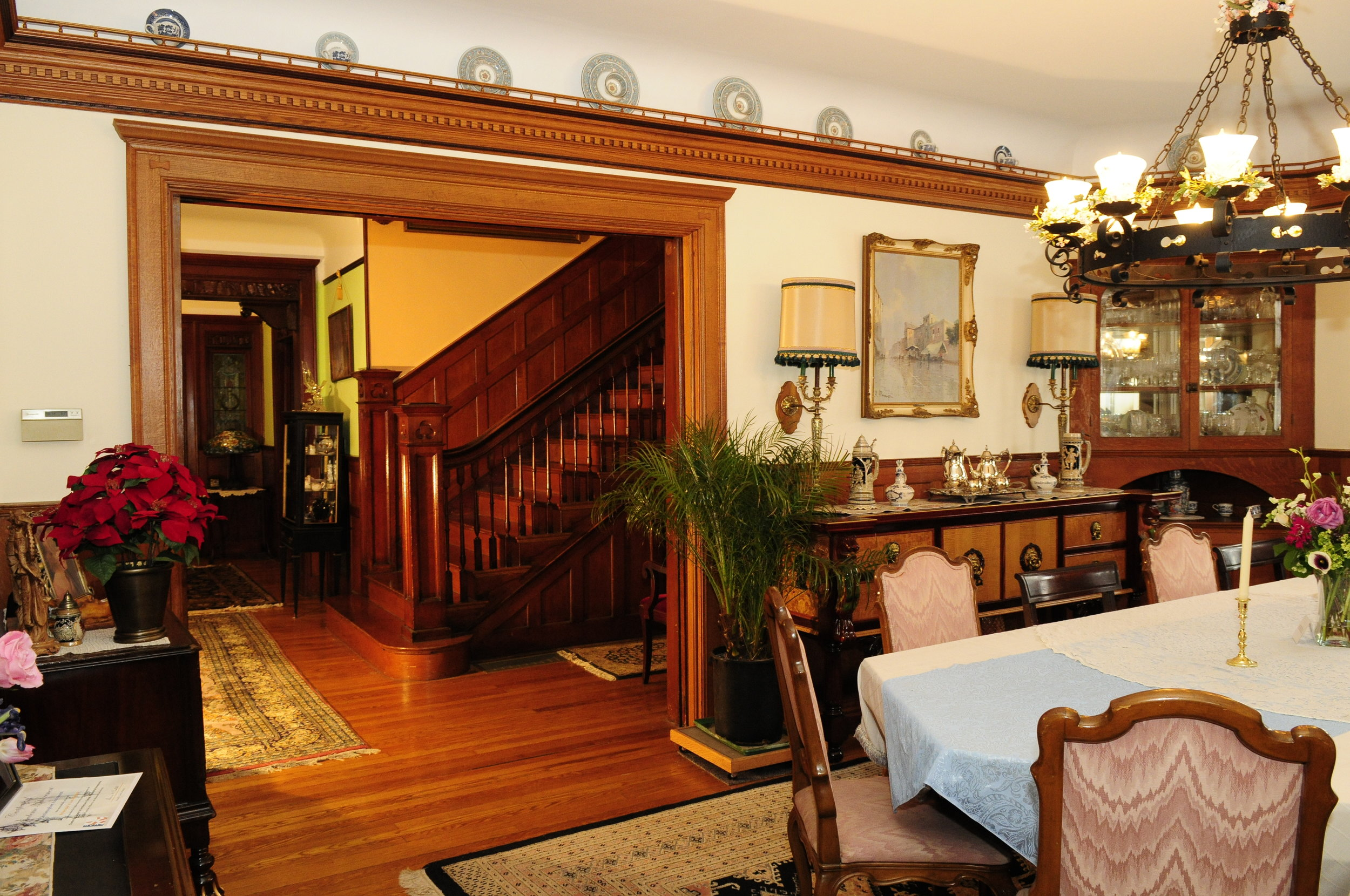 Larry designed and built this seven-piece built-up oak crown molding and added a plate rail and gallery.