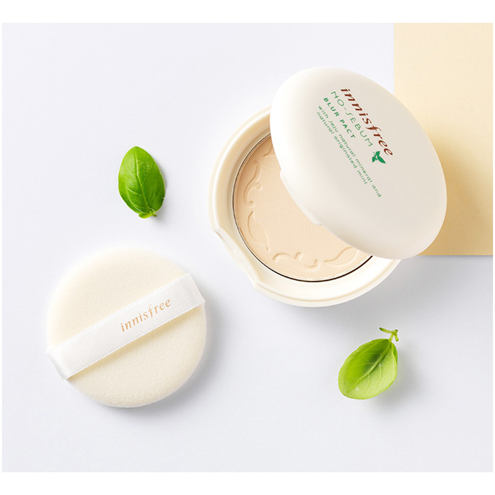 Innisfree no-sebumBlur pact - I have been using the no-sebum power line for the past five years, and it has been doing the job to reduce the shinniness near oily regions of my face.Simple ingredients of Jeju natural mineral and mint. Afforadable and even has a little mirror inside.