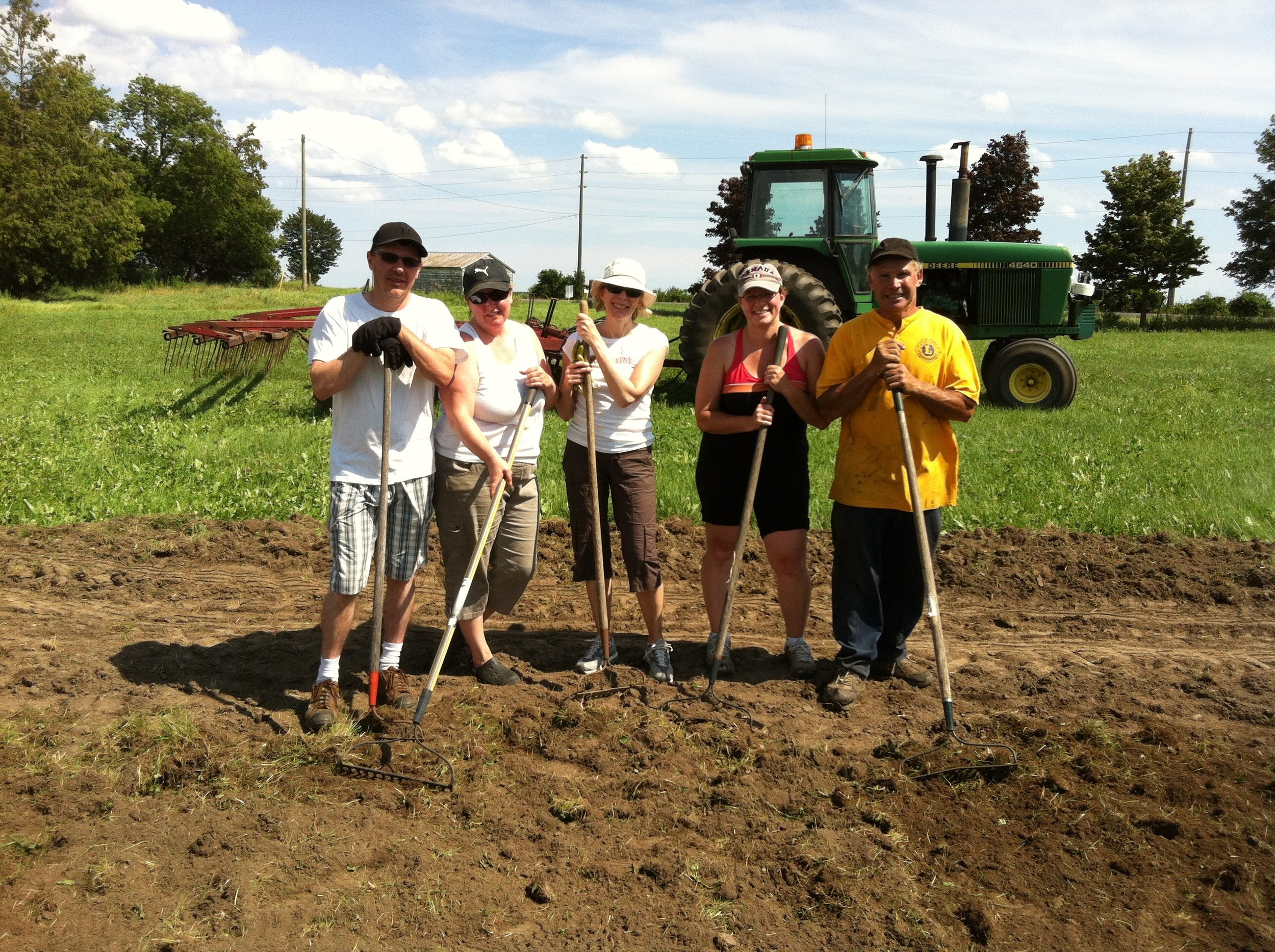 Volunteers include Farmers' Bobbie and Ron Tapscott (right)2013