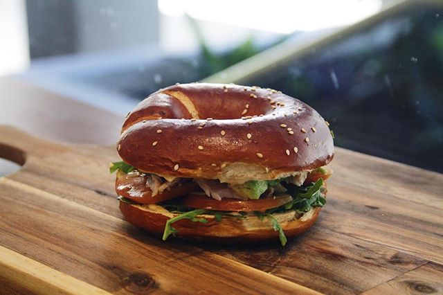 To help you roll into Monday arvo... our smoked chicken w/ avo, tomato & rocket in a fresh baked laugen bagel. . . . . #brezelbrothersperth #rainesquare #cityofperth #perthcity #perthcbd #perthcafe #pertheats #bagel #urbanlistperth #broadsheetperth