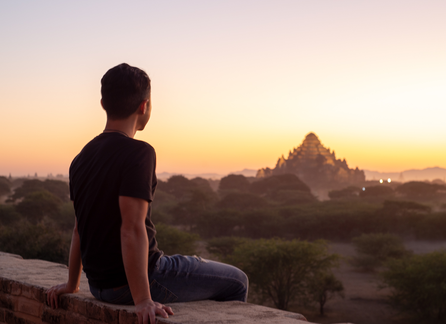 Waching a glorious sunset against the Dhammayangyi Temple,
