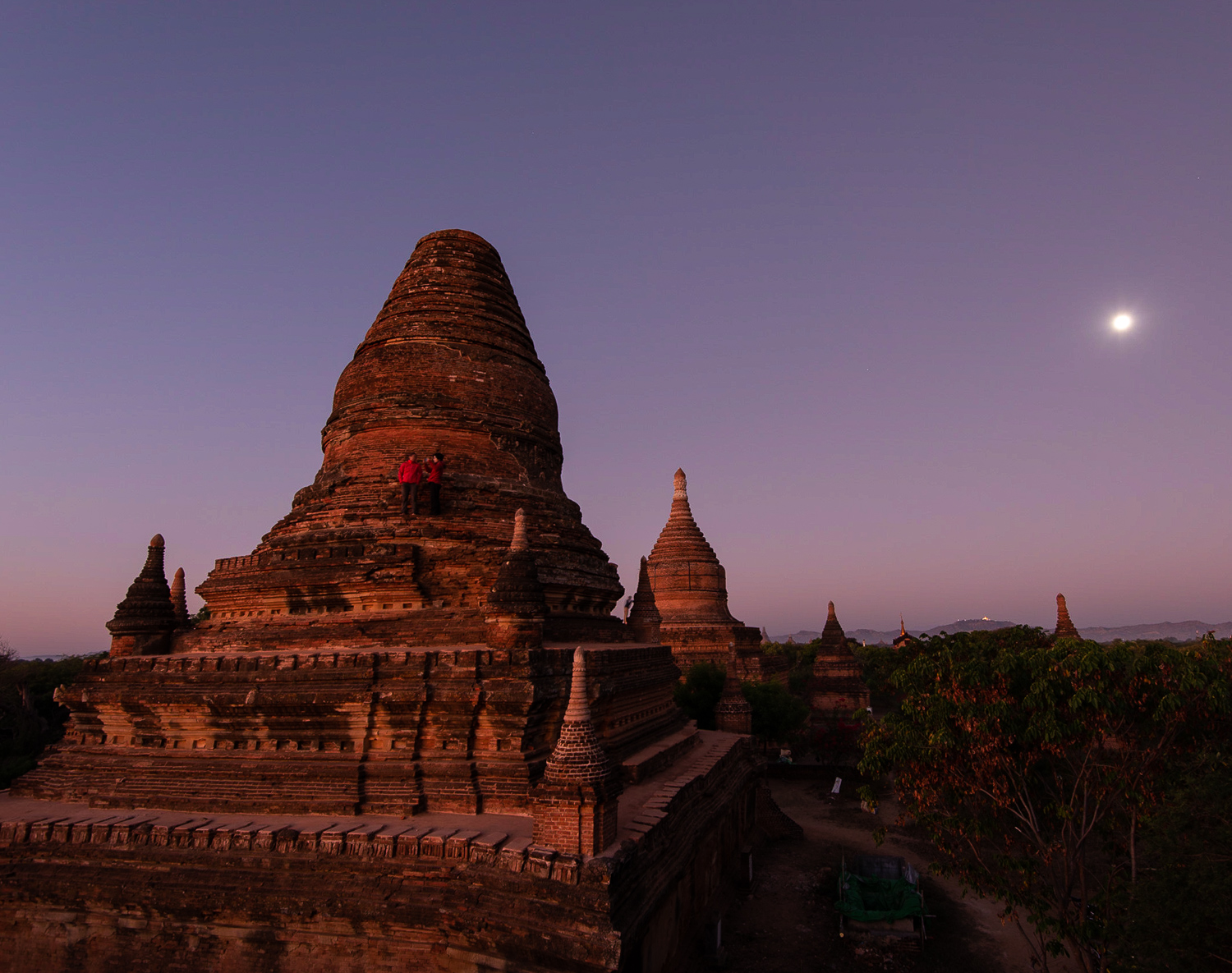 Bagan Stupa you can still climb, just before dawn with a full moon