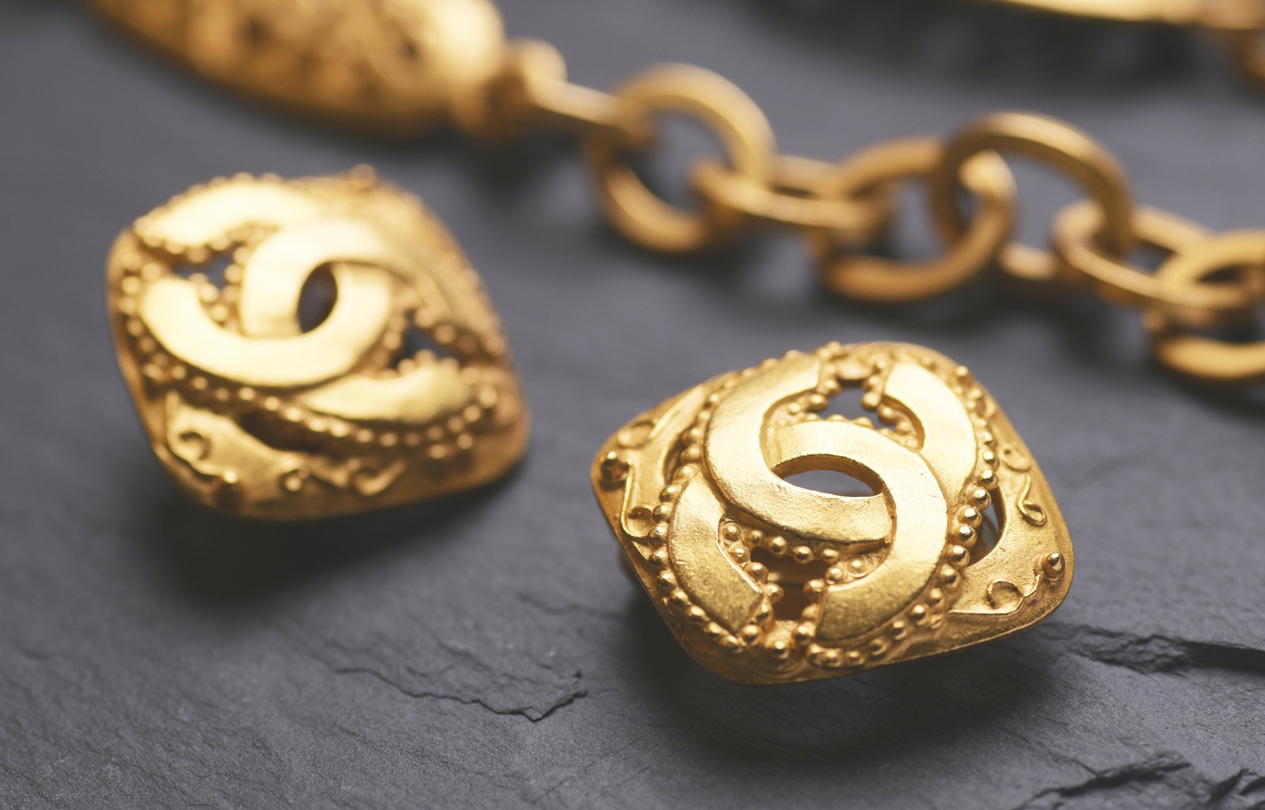 Vintage-Chanel-Ohrringe-CC-Logo.jpg