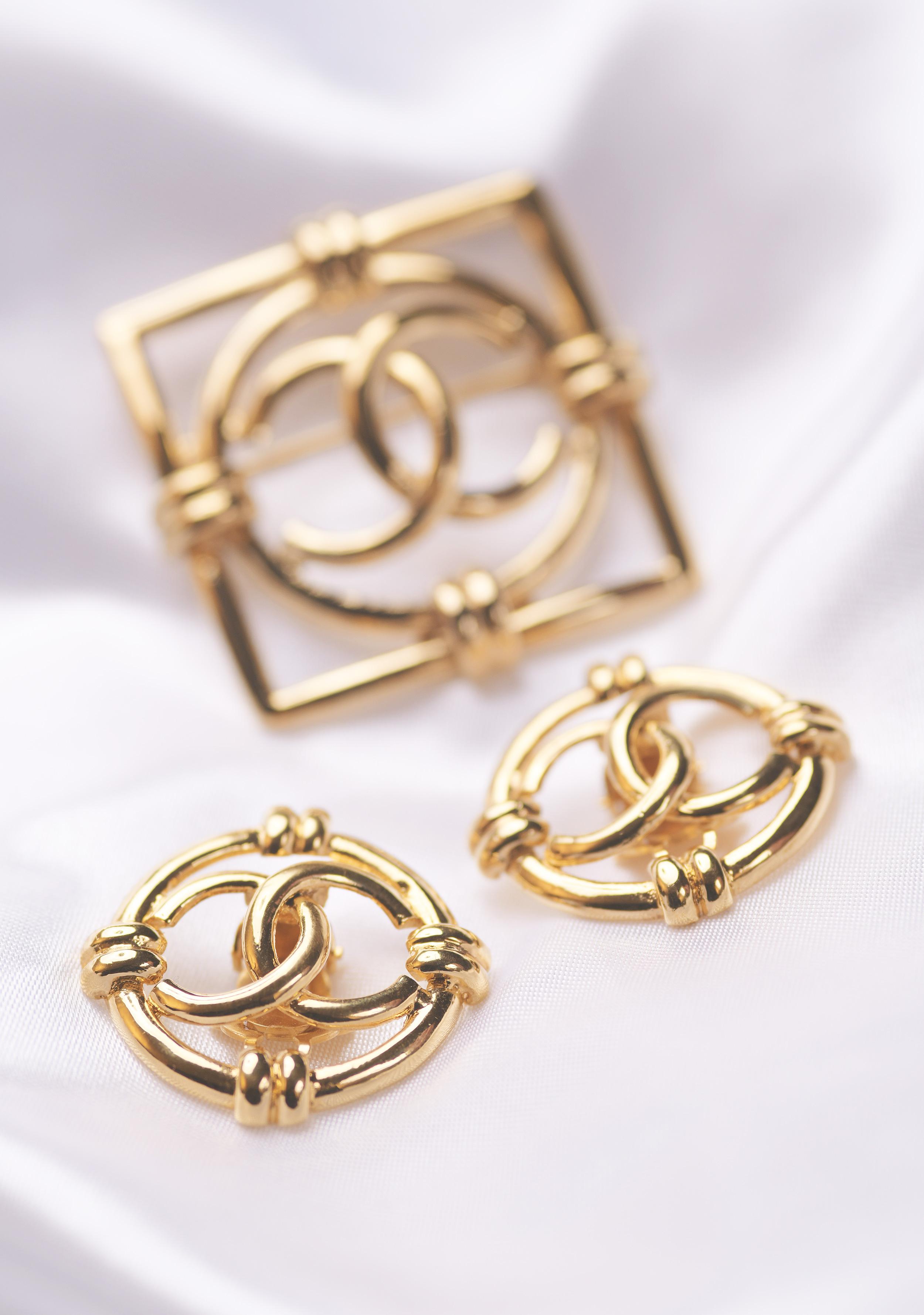 Vintage-Chanel-Brosche-Ohrringe.jpg
