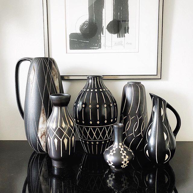 Eine kleine Style-Inspiration für unser schwarz-weißes Vasen-Ensemble aus den 1950er Jahren. 🙌🏻 #vintagelovers #fatlava #midcenturymodern #50erjahre #vintagestore