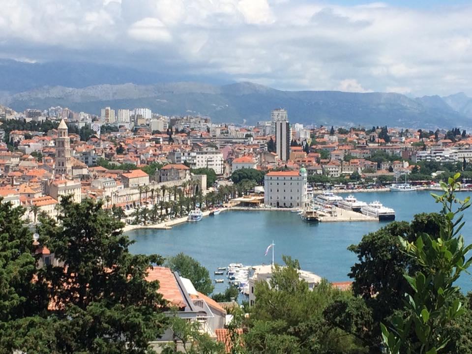 Upea näkymä Splitiin Marjan-kukkulan rinteeltä.
