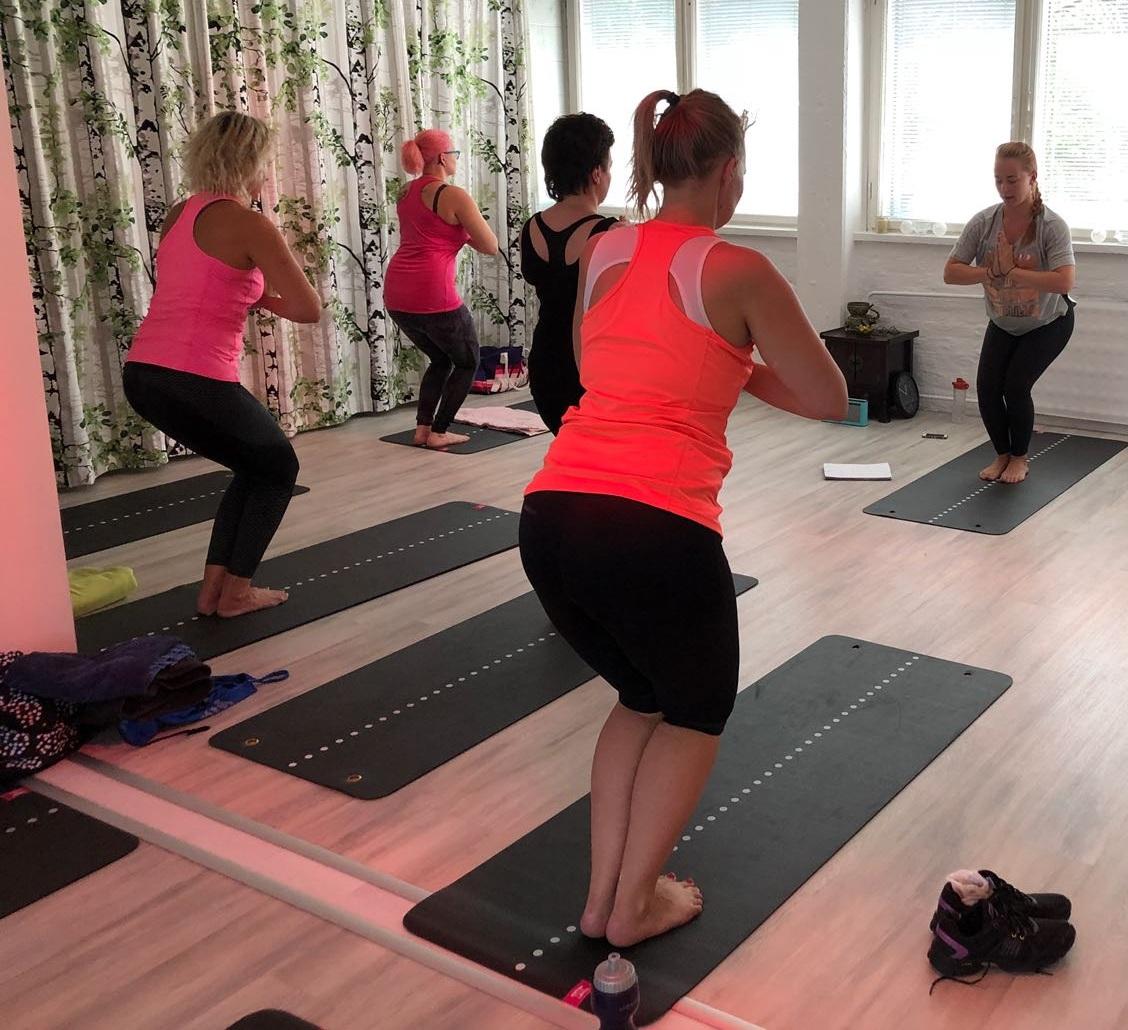 Erilaiset joogalajit, pilates ja kehonhuoltotunnit sopivat liikuntaa aloitteleville. Kokeile erilaisia tunteja, niin löydät omat suosikkisi.