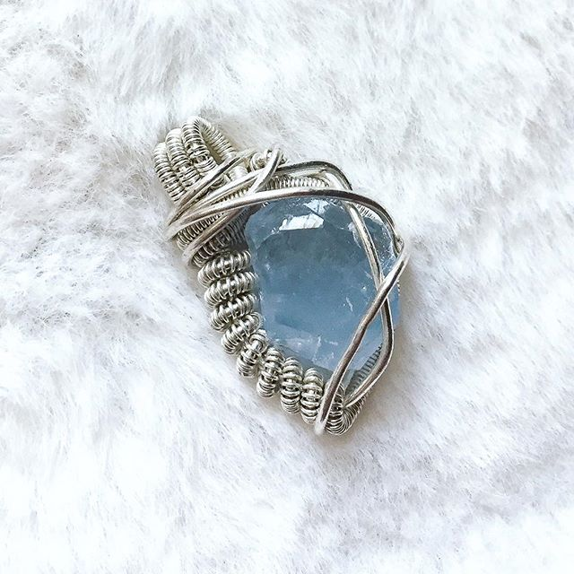Little baby blue celestite, tied up in sterling silver. The perfect touch of winter ❄️💙 available on #etsy - link in bio! • • • • • • • • #fuse93 #riojeweler #wirewrapsofig #coloradomade #boulderyoga #fortcollinsart #northerncolorado #fortcollins #boulder #celestite #shinythings #babyblue #pantoneserenity #pantone2016 #bluehues #pastelminimal #pastelpalette