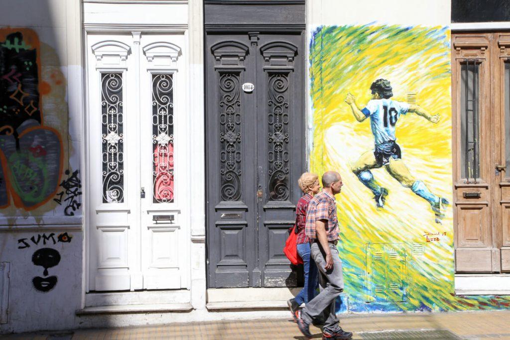 A Maradona mural in Buenos Aires