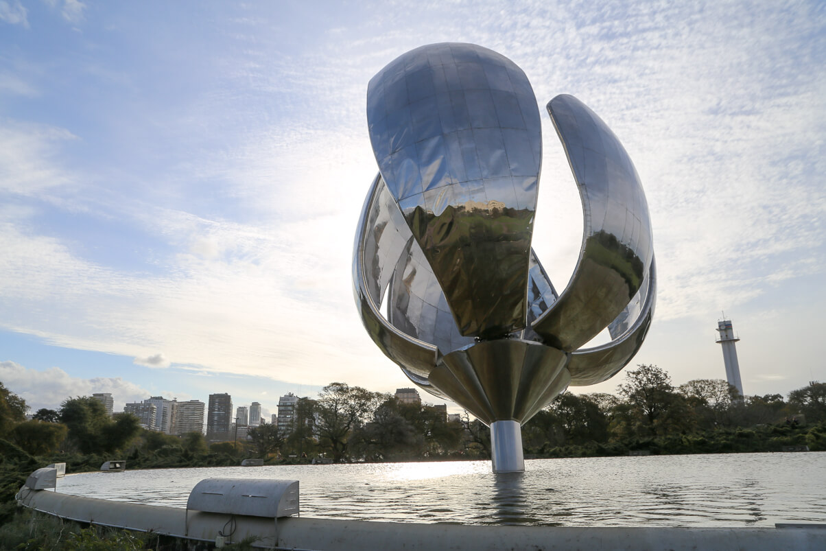 Visit the Floralis Generica in Recoleat