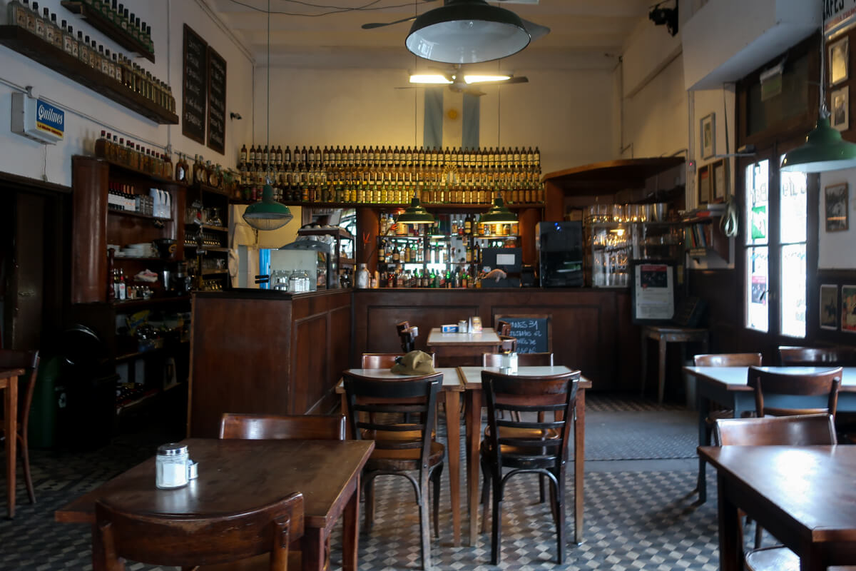 FLOR DE BARRACAS | A traditional bar notable in Buenos Aires