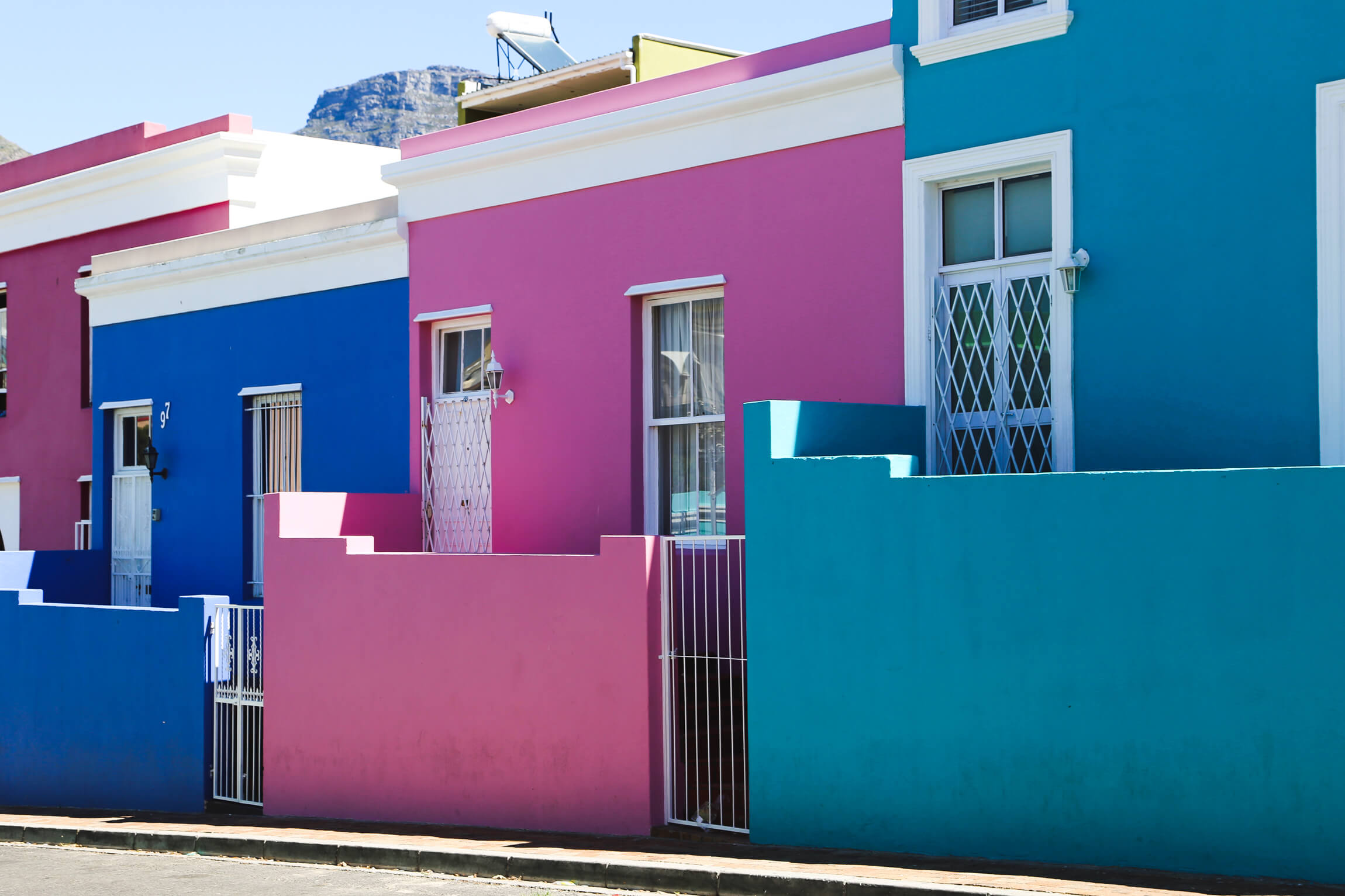 The colorful houses of Bo-Kaap on our 5 days in Cape Town
